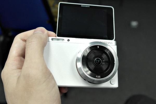 Samsung-NX-Mini-images