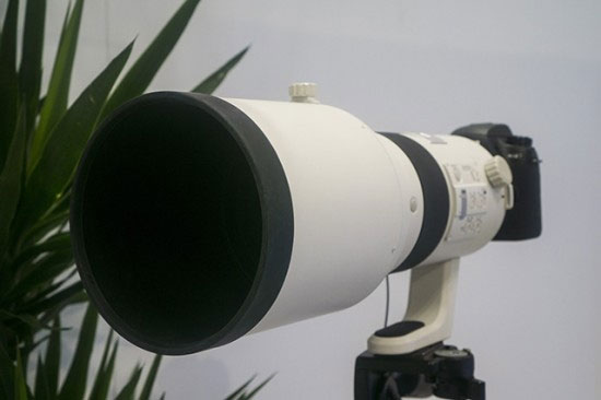 Samsung-300mm-Lens-with-NX1